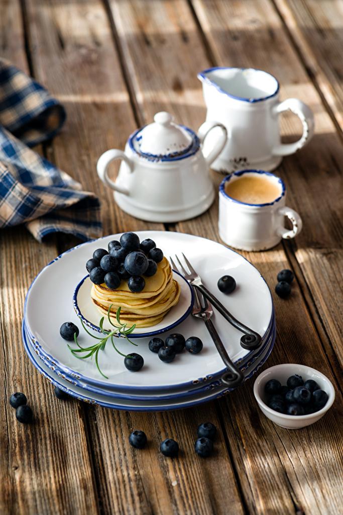 Фото Кофе Блины Черника Чашка Тарелка Продукты питания Доски  для мобильного телефона Еда Пища чашке тарелке