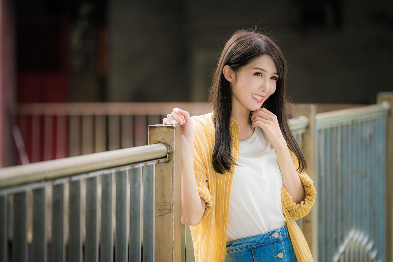 Картинка шатенки Улыбка Поза Миленькие волос молодые женщины Азиаты Шатенка улыбается милая милый Милые позирует Волосы Девушки девушка молодая женщина азиатка азиатки