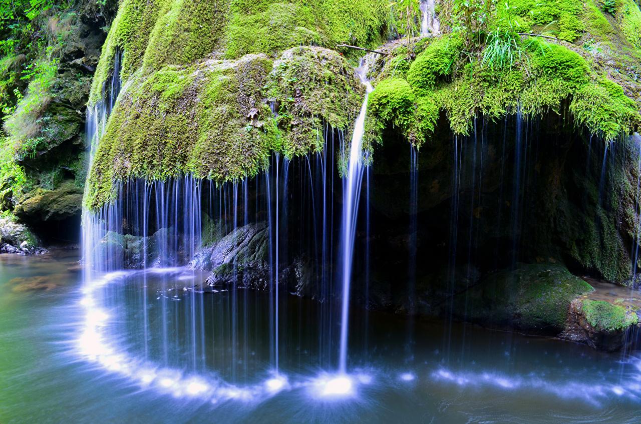 Фото Румыния Bigar Waterfall скале Природа Водопады мха Утес скалы Скала Мох мхом