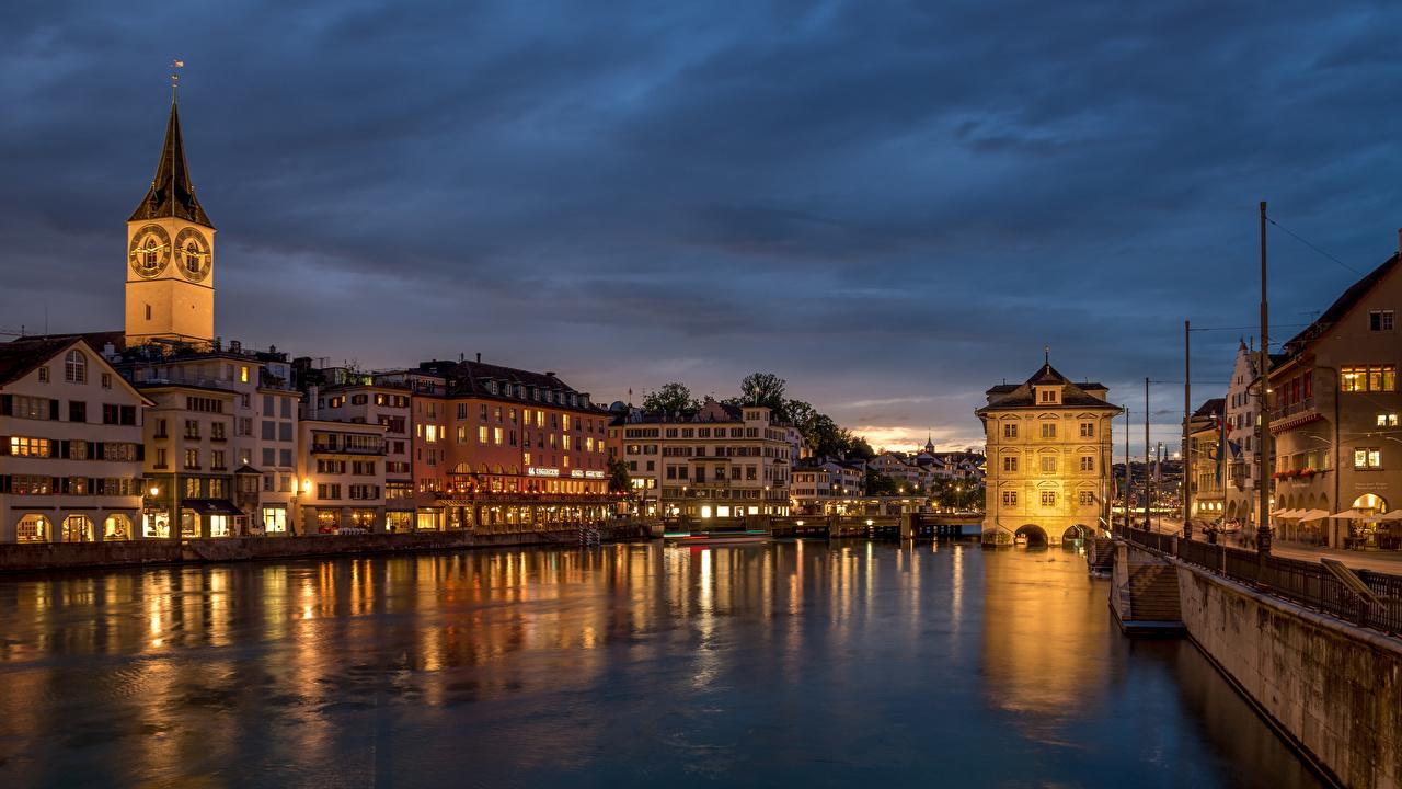 Обои для рабочего стола Цюрих Швейцария Башня Limmat River Реки Набережная Дома Города башни река речка набережной город Здания