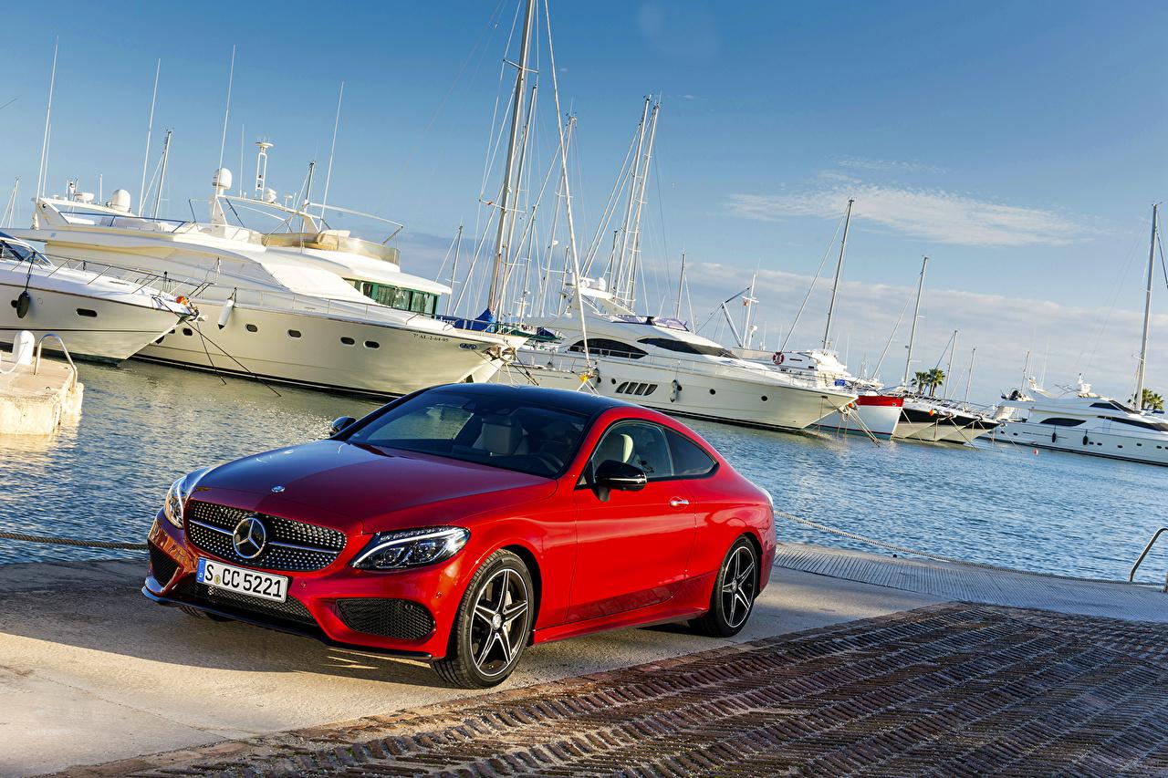 Картинка Мерседес бенц C-Class C205 Coupe красных Яхта машина Mercedes-Benz красная красные Красный авто машины Автомобили автомобиль