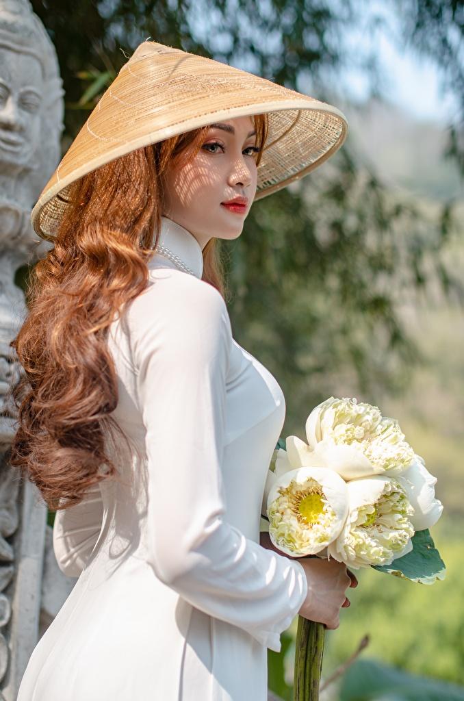 Фотографии шатенки букет Шляпа Девушки Азиаты Сбоку  для мобильного телефона Шатенка Букеты шляпы шляпе девушка молодая женщина молодые женщины азиатки азиатка