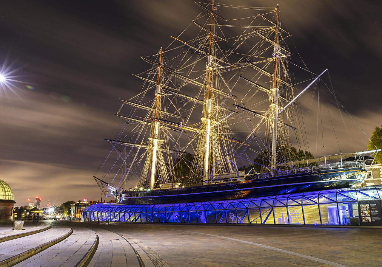Обои для рабочего стола лондоне Англия Музей Cutty Sark Museum корабль Ночь Парусные Города Лондон музеи Корабли ночью в ночи Ночные город