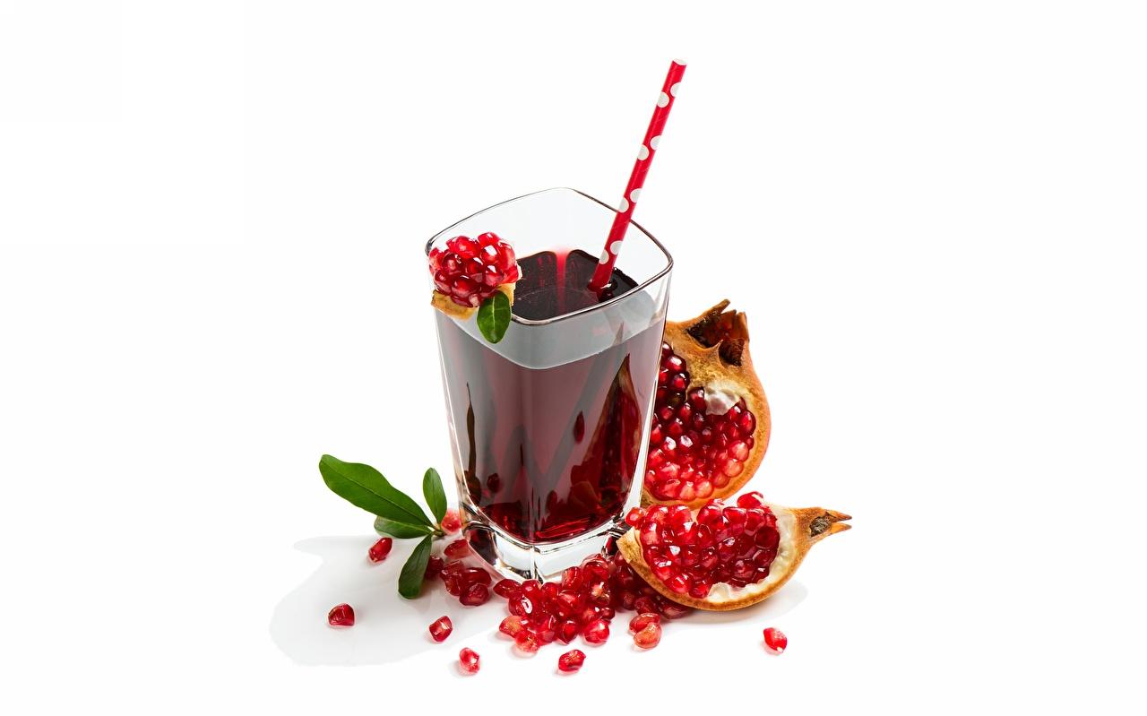 Картинки Сок зерно Гранат стакане Еда Белый фон Зерна Стакан стакана Пища Продукты питания