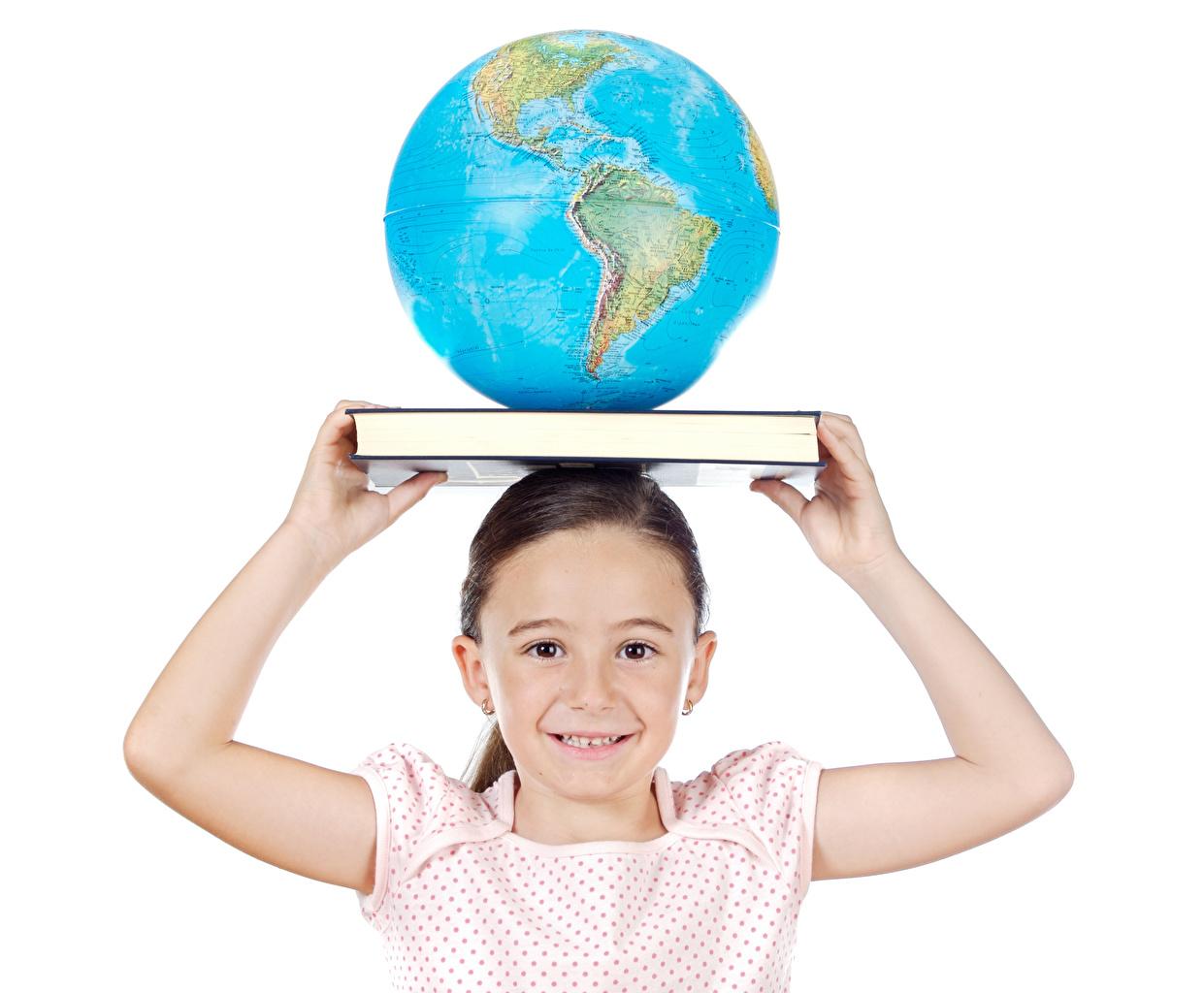 Картинка Девочки глобусом ребёнок Руки Книга белом фоне девочка Глобус глобусы Дети рука книги Белый фон белым фоном