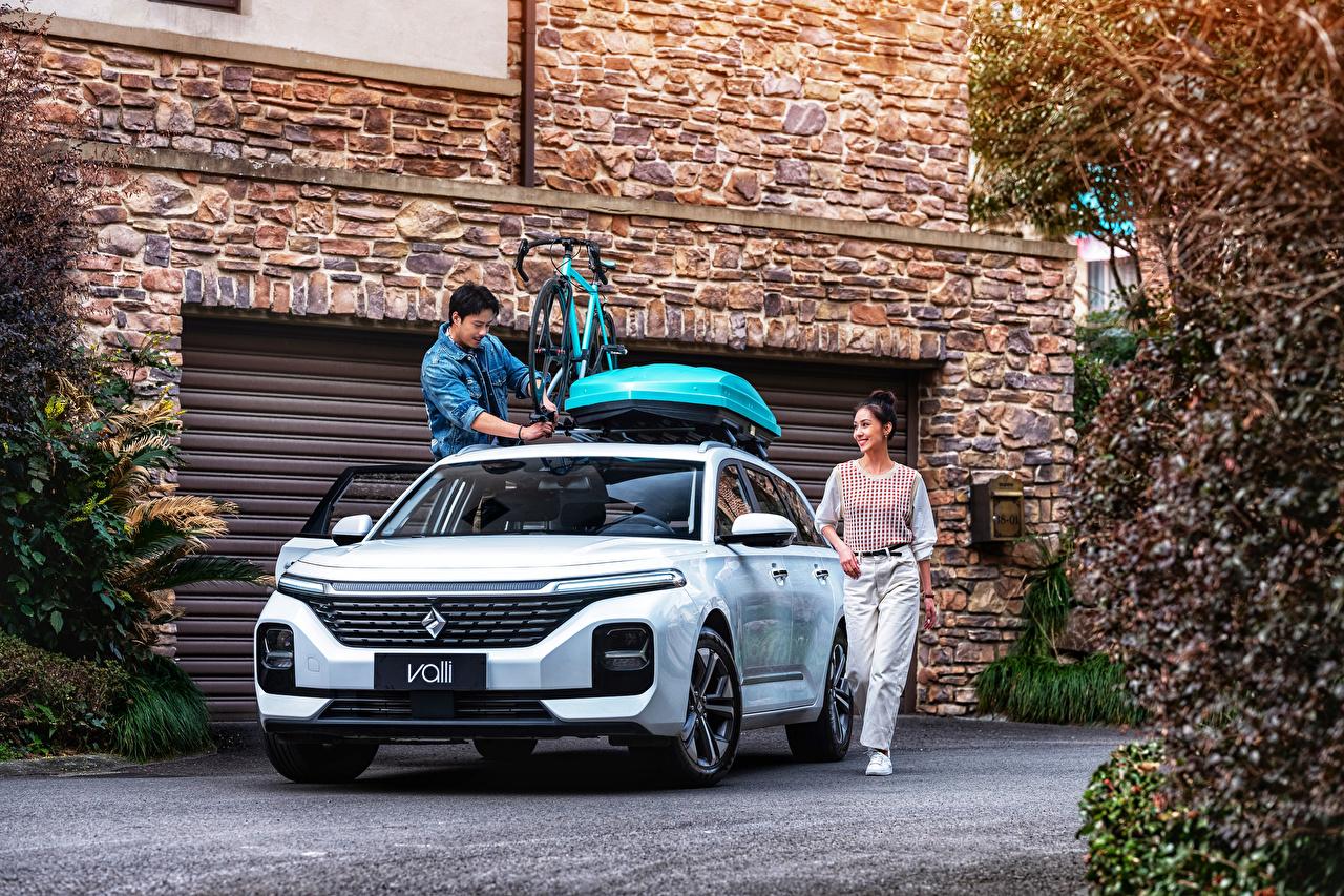 Фотографии Baojun китайская Универсал Valli, 2021 белые девушка Азиаты авто Металлик китайский Китайские белая Белый белых Девушки молодая женщина молодые женщины азиатки азиатка машина машины Автомобили автомобиль