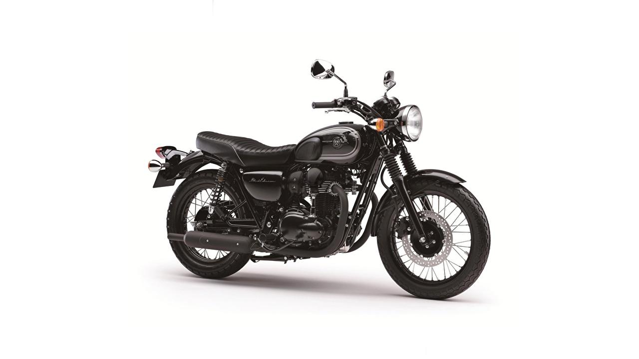 Фотография Кавасаки W 800 черная Мотоциклы Сбоку белым фоном Kawasaki черных черные Черный мотоцикл Белый фон белом фоне