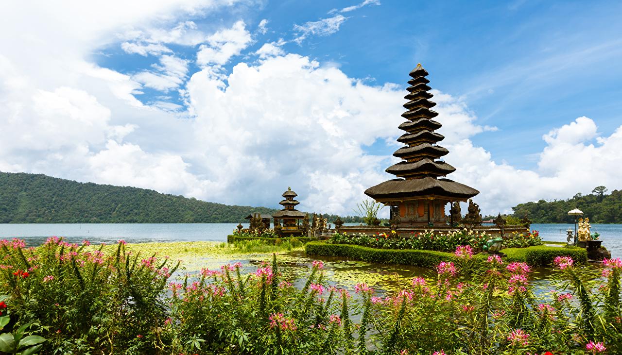 Обои для рабочего стола Индонезия Ulun Danu Beratan Temple Bali Реки Храмы город река речка Города