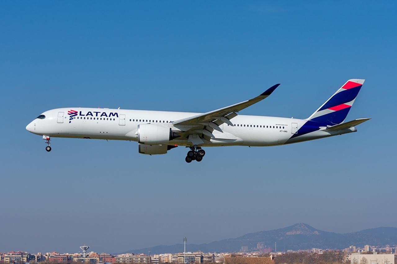 Фотография Эйрбас Пассажирские Самолеты Qatar Airways A350-900 Сбоку Авиация Airbus