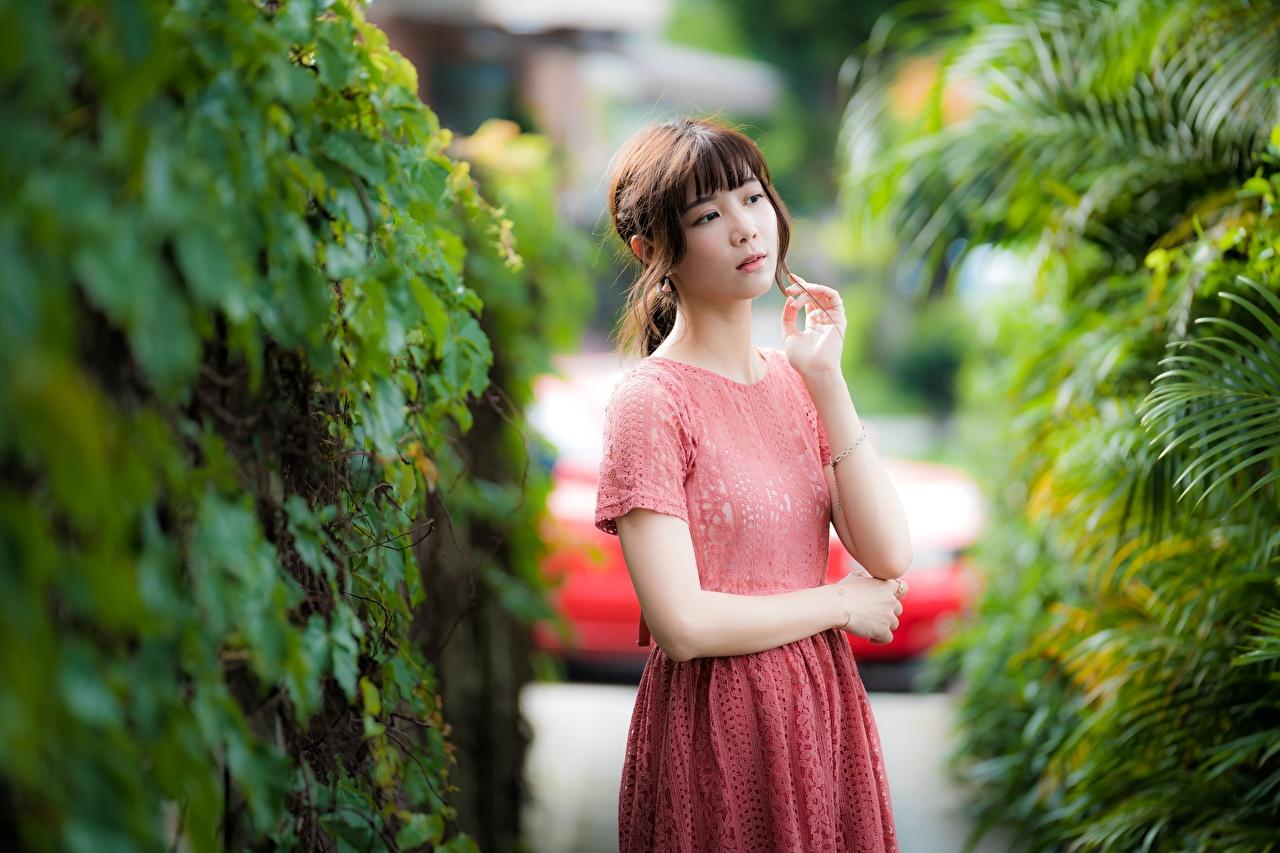Обои для рабочего стола Шатенка Девушки Азиаты рука платья шатенки девушка молодая женщина молодые женщины азиатки азиатка Руки Платье