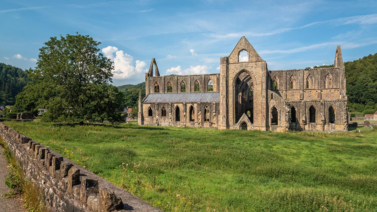 Фотографии Уэльс Великобритания Деревня Tintern Abbey Развалины Города село поселок Руины город