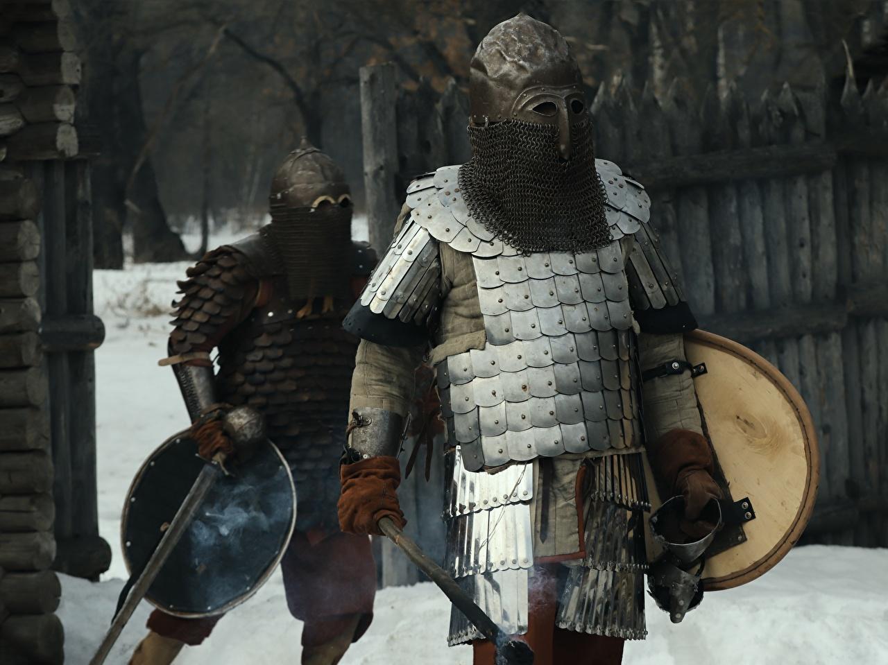 Фото Рыцарь Доспехи в шлеме Воители Мужчины два броня броне доспехе доспехах воин Шлем воины шлема мужчина 2 две Двое вдвоем