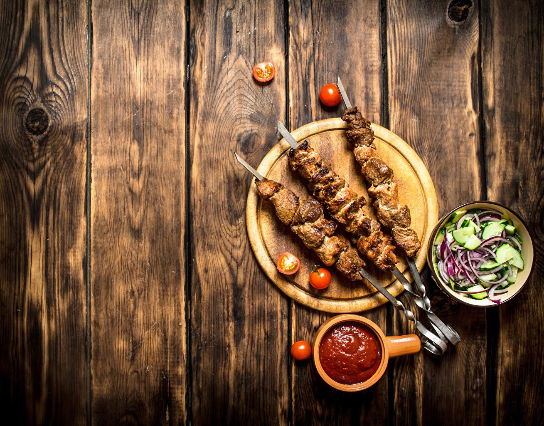 Обои Шашлык Помидоры Кетчуп Пища Салаты Разделочная доска Доски Томаты Еда Продукты питания