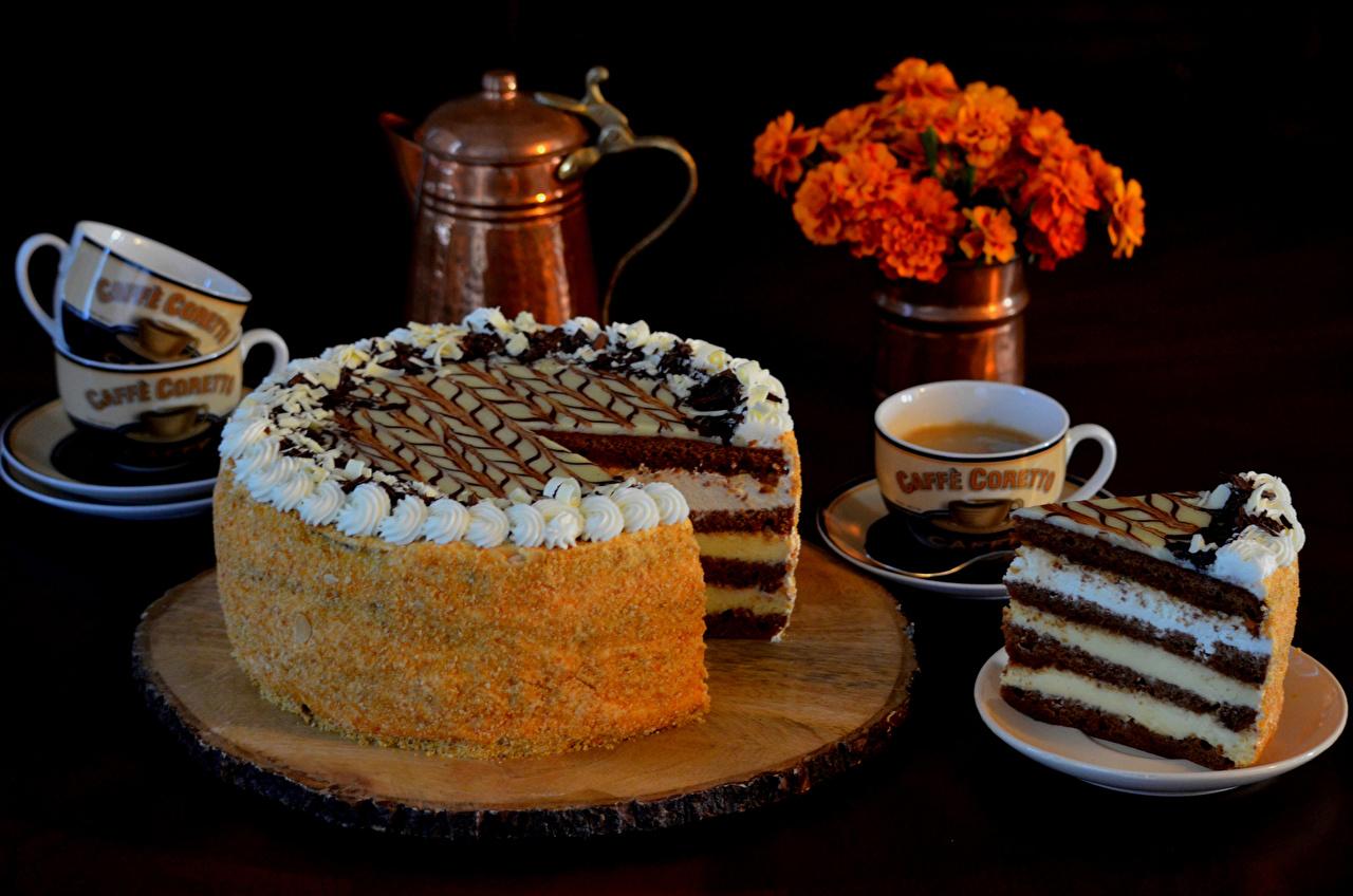 Фотография Торты Пища Чашка Сладости на черном фоне Еда чашке Продукты питания Черный фон сладкая еда