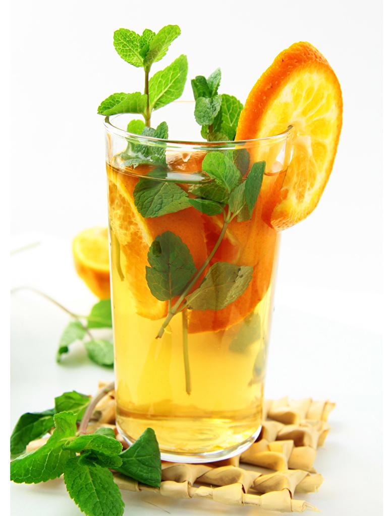 Фотография Апельсин мятой стакане Пища белом фоне напиток  для мобильного телефона мяты Мята Стакан стакана Еда Продукты питания Белый фон белым фоном Напитки