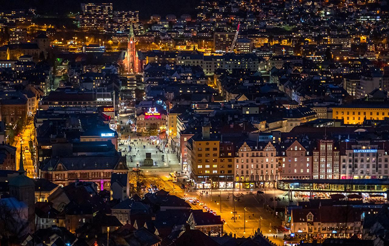 Картинки Берген Норвегия Улица Вечер в ночи Сверху город Здания улиц улице Ночь ночью Ночные Дома Города