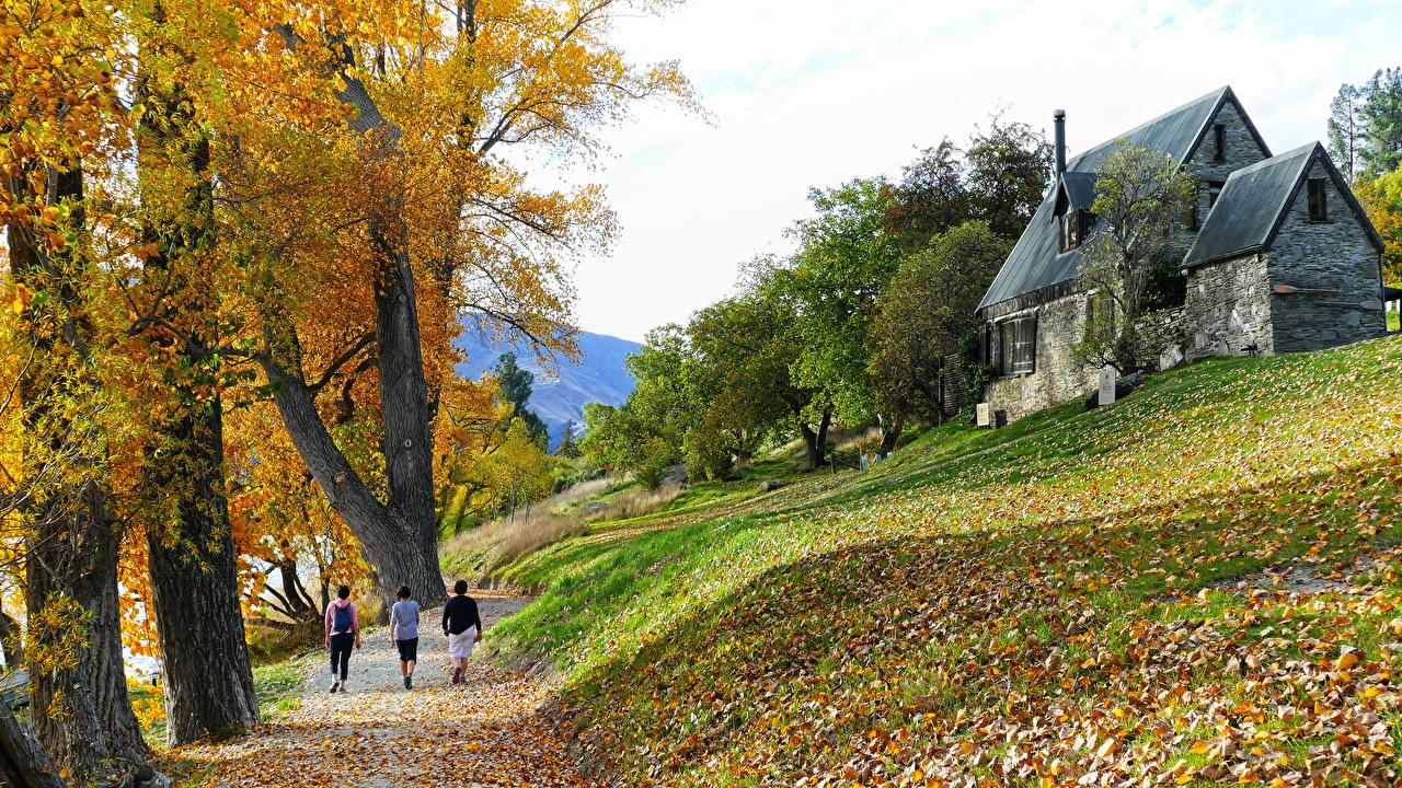 Фото лист Новая Зеландия Lake Hayes Walkway, Central Otago Осень гуляет Природа Трава Дома Деревья Листья Листва идет ходьба осенние Прогулка траве дерева дерево Здания деревьев