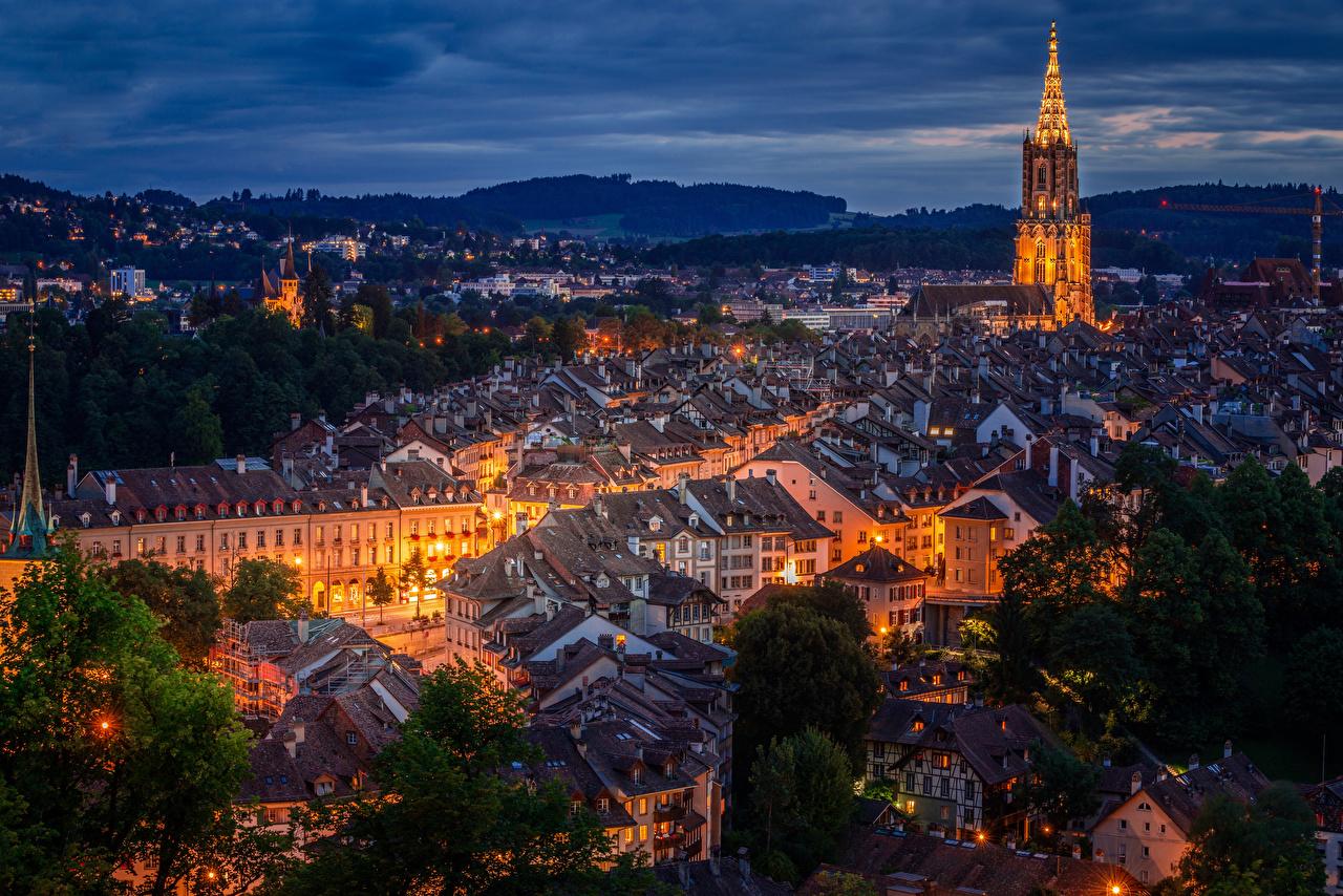 Картинки Берн Швейцария Крыша Ночь Уличные фонари Города Здания Ночные Дома