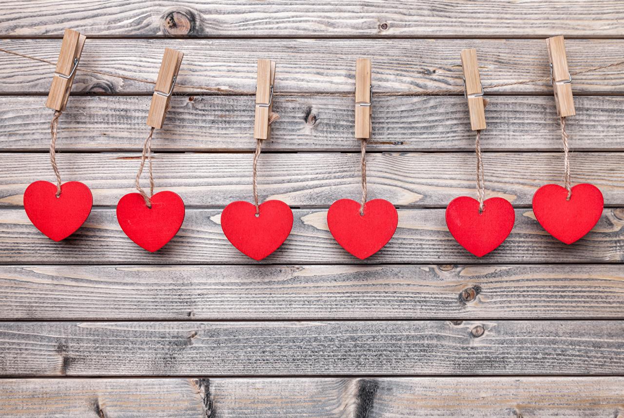 Фотографии День святого Валентина Прищепки сердечко Красный стены Доски День всех влюблённых серце сердца Сердце красных красные красная стене Стена стенка