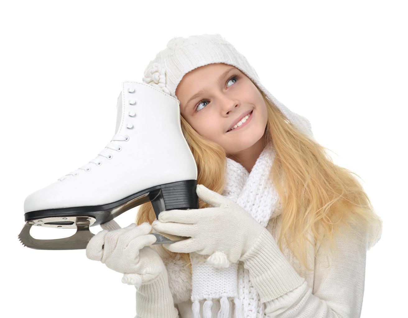 Фотографии Девочки Коньки Улыбка Перчатки Дети белым фоном девочка коньках перчатках улыбается ребёнок Белый фон белом фоне
