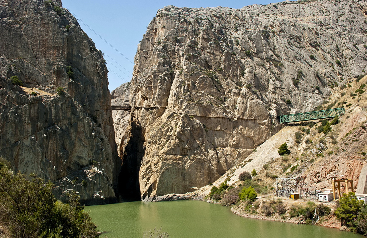 Картинки Испания El Chorro Andalusia Утес Природа Реки Скала скале скалы река речка