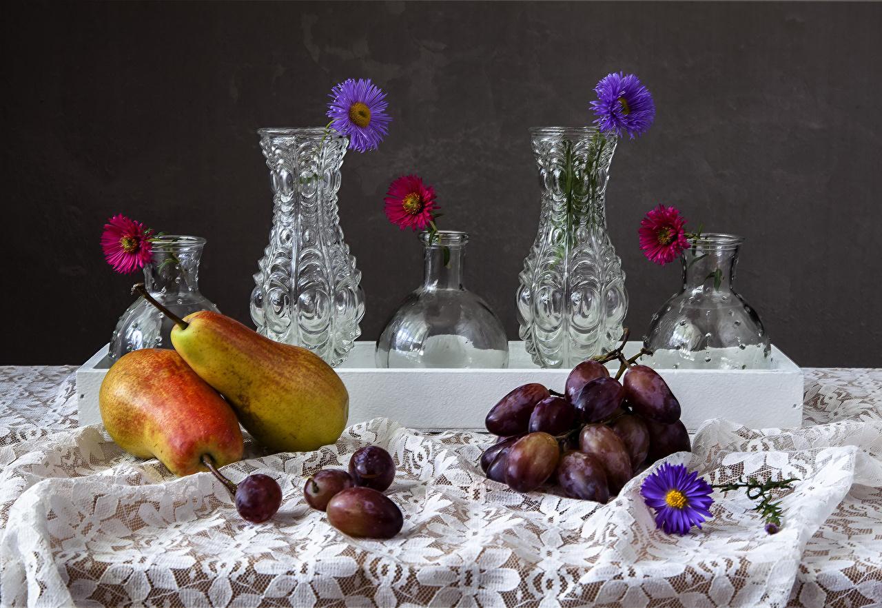 Фото Цветы Груши Астры Виноград Еда вазы Натюрморт цветок Пища Ваза вазе Продукты питания
