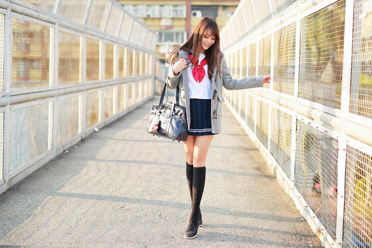 Фотографии юбке Шатенка Школьница Милые Блузка Пальто молодая женщина ног Азиаты Сумка юбки Юбка шатенки ученица Школьницы милая милый Миленькие девушка Девушки молодые женщины Ноги азиатки азиатка