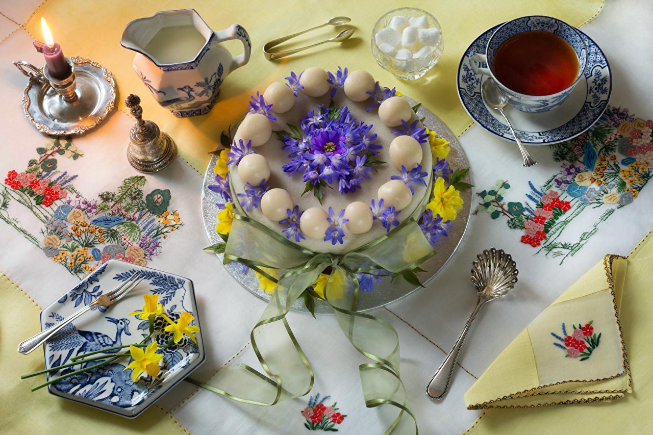 Обои Чай Торты Кувшин Нарциссы Пища Чашка Свечи Вилка столовая Натюрморт дизайна кувшины Еда вилки чашке Продукты питания Дизайн
