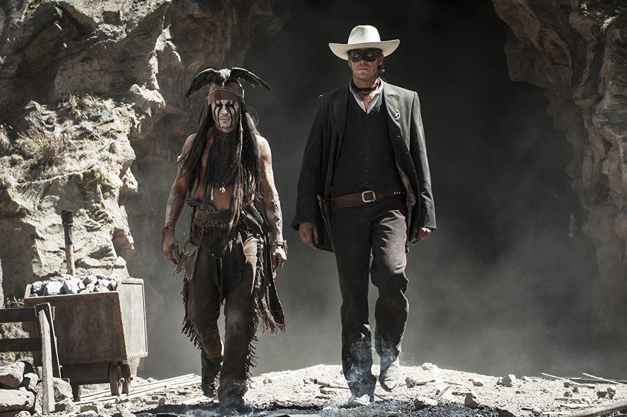 Картинка Одинокий рейнджер Джонни Депп Арми Хаммер Ковбой индейца мужчина два Шляпа кино Знаменитости Johnny Depp Armie Hammer ковбоя ковбои индеец Индейцы Мужчины 2 две Двое шляпы шляпе вдвоем Фильмы
