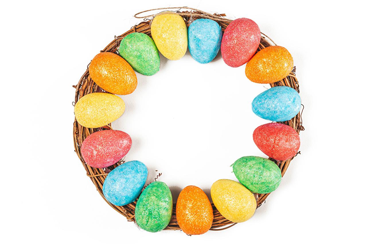 Фотография Пасха Разноцветные яйцо Продукты питания Много Белый фон яиц Яйца яйцами Еда Пища белом фоне белым фоном