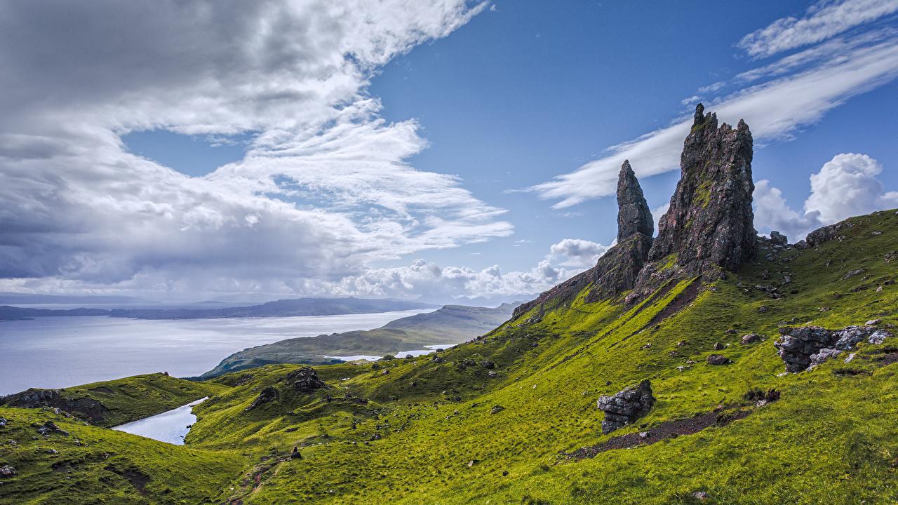 Фотографии Шотландия Isle of Skye гора Скала Природа берег облако Горы Утес скале скалы Побережье Облака облачно