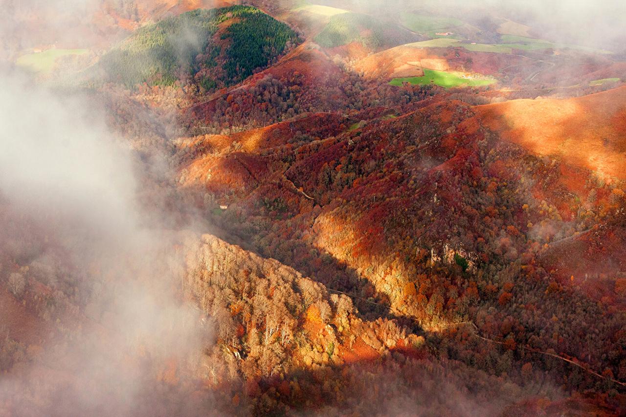 Обои для рабочего стола Испания Navarra тумане гора осенние Природа Леса Сверху Туман тумана Горы Осень лес