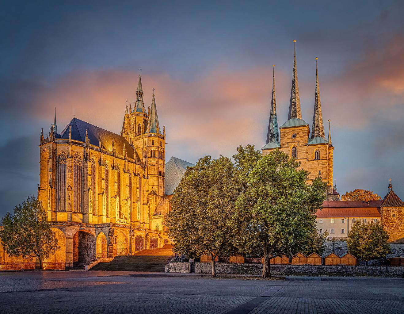 Фото Церковь Собор Германия Erfurt Cathedral Храмы Вечер Города Деревья храм город дерево дерева деревьев