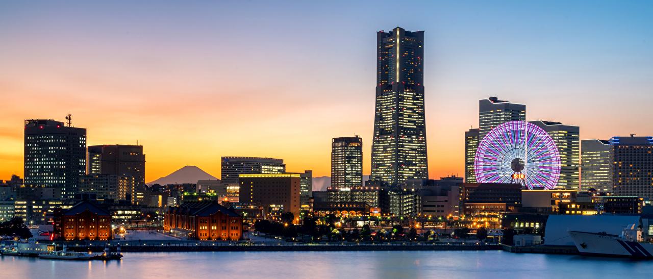 Картинки Япония Yokohama Колесо обозрения Вечер залива Пристань Небоскребы Дома Города колесом обозрения Залив Пирсы заливы Причалы город Здания