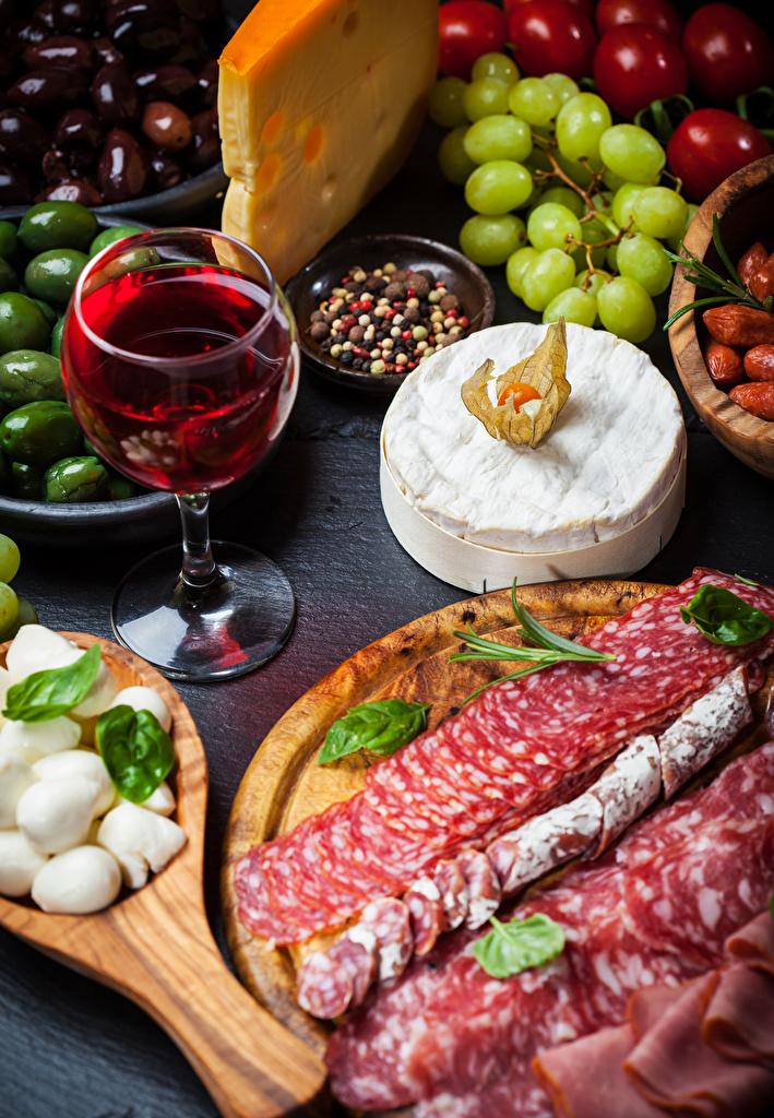 Картинка Вино Колбаса Сыры бокал Продукты питания Нарезанные продукты  для мобильного телефона Еда Пища Бокалы нарезка