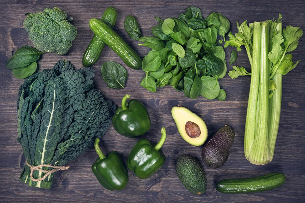 Фотографии Огурцы зеленых Авокадо Еда Перец Овощи Доски Зеленый зеленые зеленая Пища Продукты питания