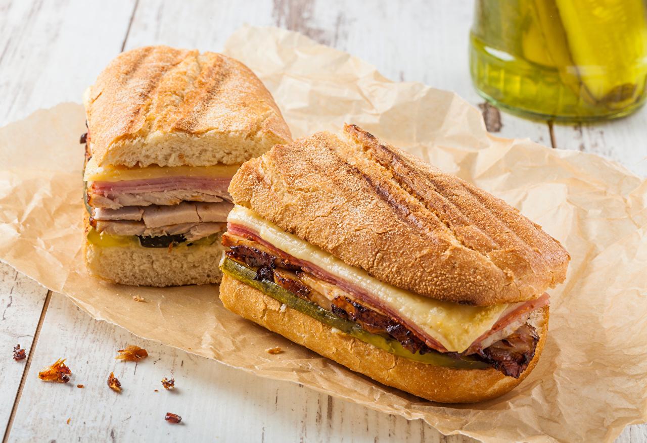 Фото Двое Сэндвич Хлеб Быстрое питание Пища 2 два две вдвоем Фастфуд Еда Продукты питания