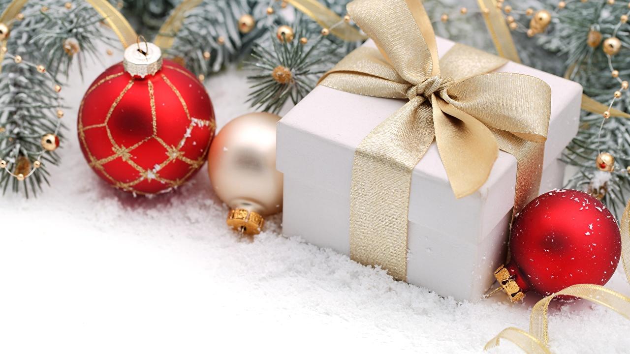 Фотография Снег Подарки Шар Бантик снега снеге снегу подарок подарков бант Шарики бантики