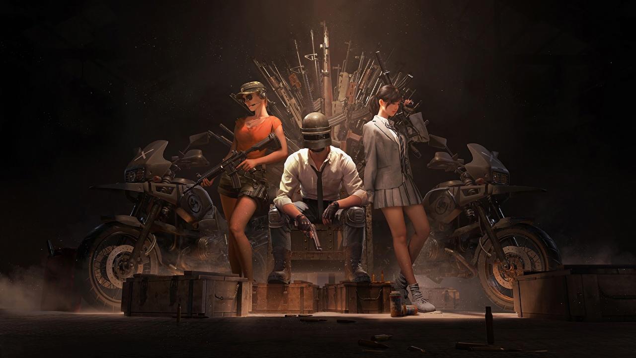 Картинка Шлем автоматом PUBG players unknown battleground девушка Игры сидя Трое 3 шлема в шлеме автомат Автоматы Девушки молодая женщина молодые женщины компьютерная игра три Сидит втроем сидящие