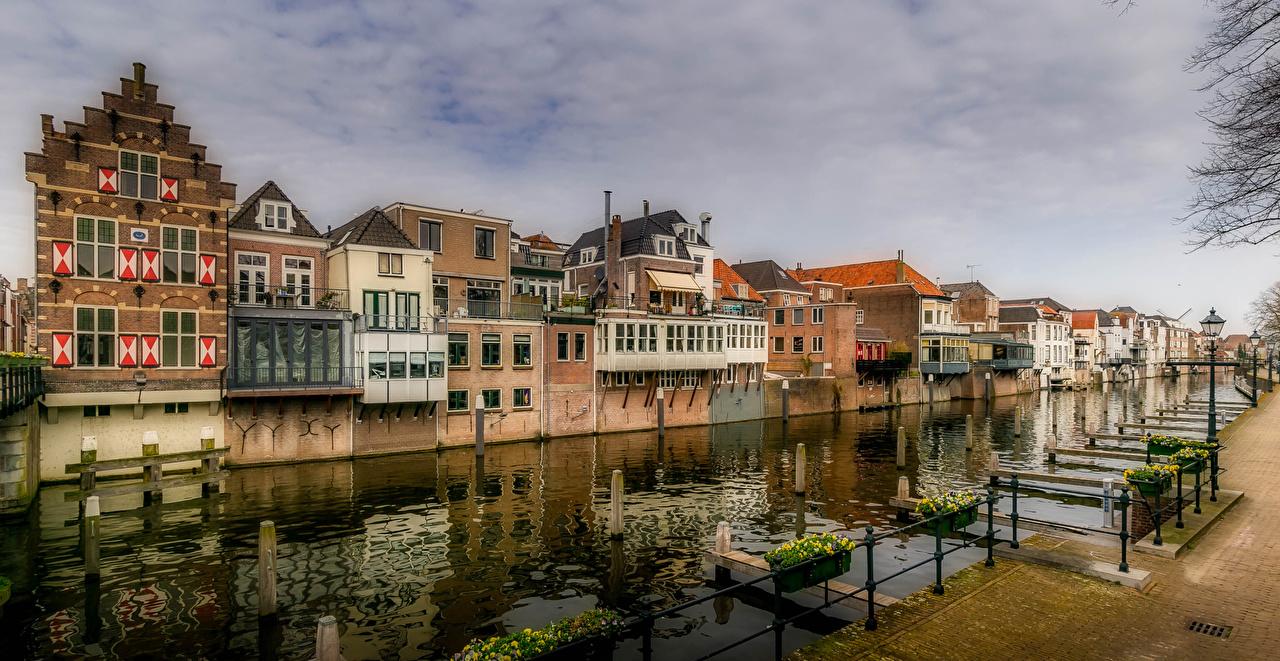 Обои для рабочего стола Нидерланды Gorinchem Водный канал Уличные фонари Дома Города голландия город Здания