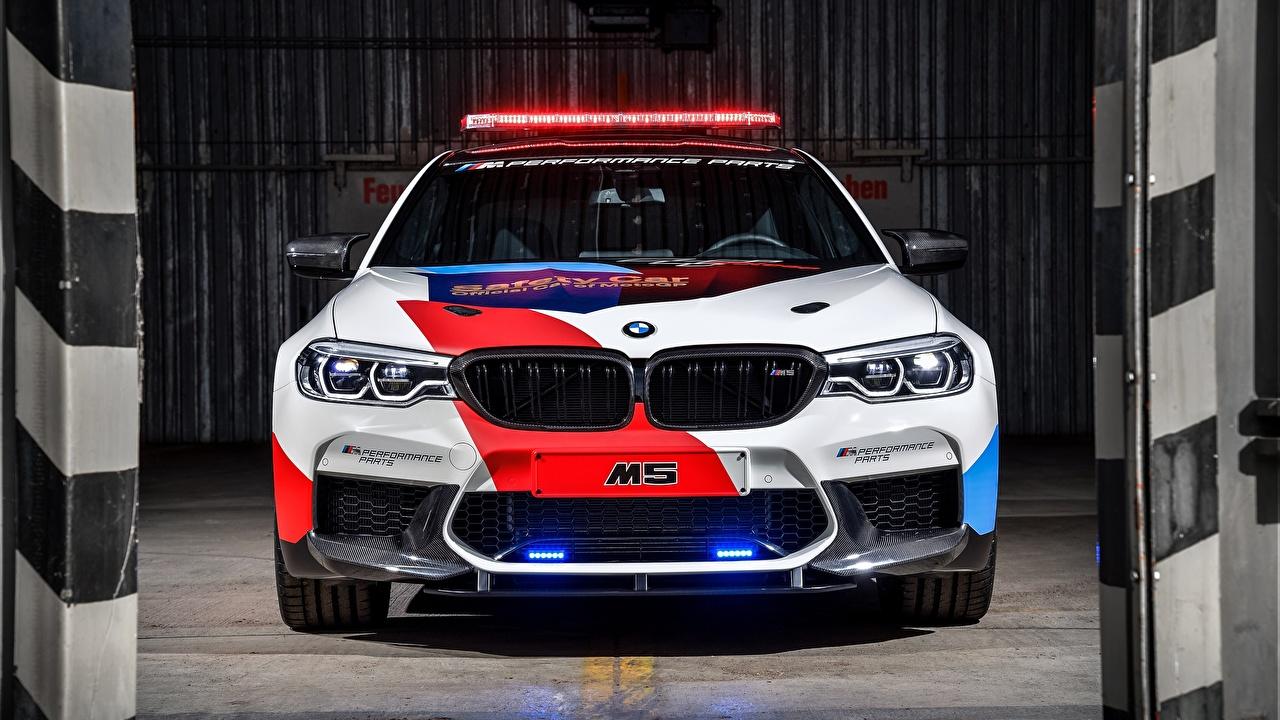 Картинки БМВ полицейский M5 MotoGP, Safety Car авто Спереди BMW полицейский полицейская Полицейские машина машины Автомобили автомобиль