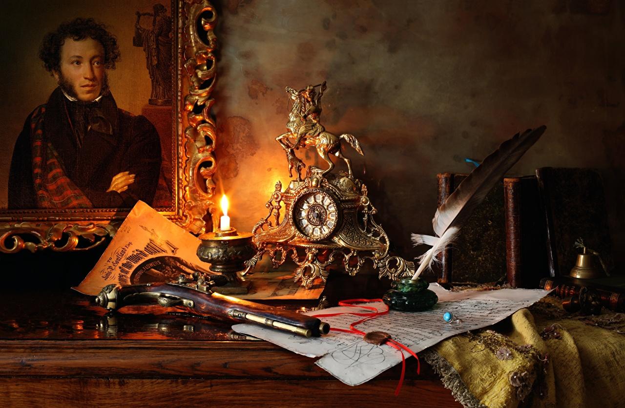Фотографии Пистолеты Pushkin Часы Ретро Перья Свечи Живопись Натюрморт пистолет пистолетом винтаж старинные картина