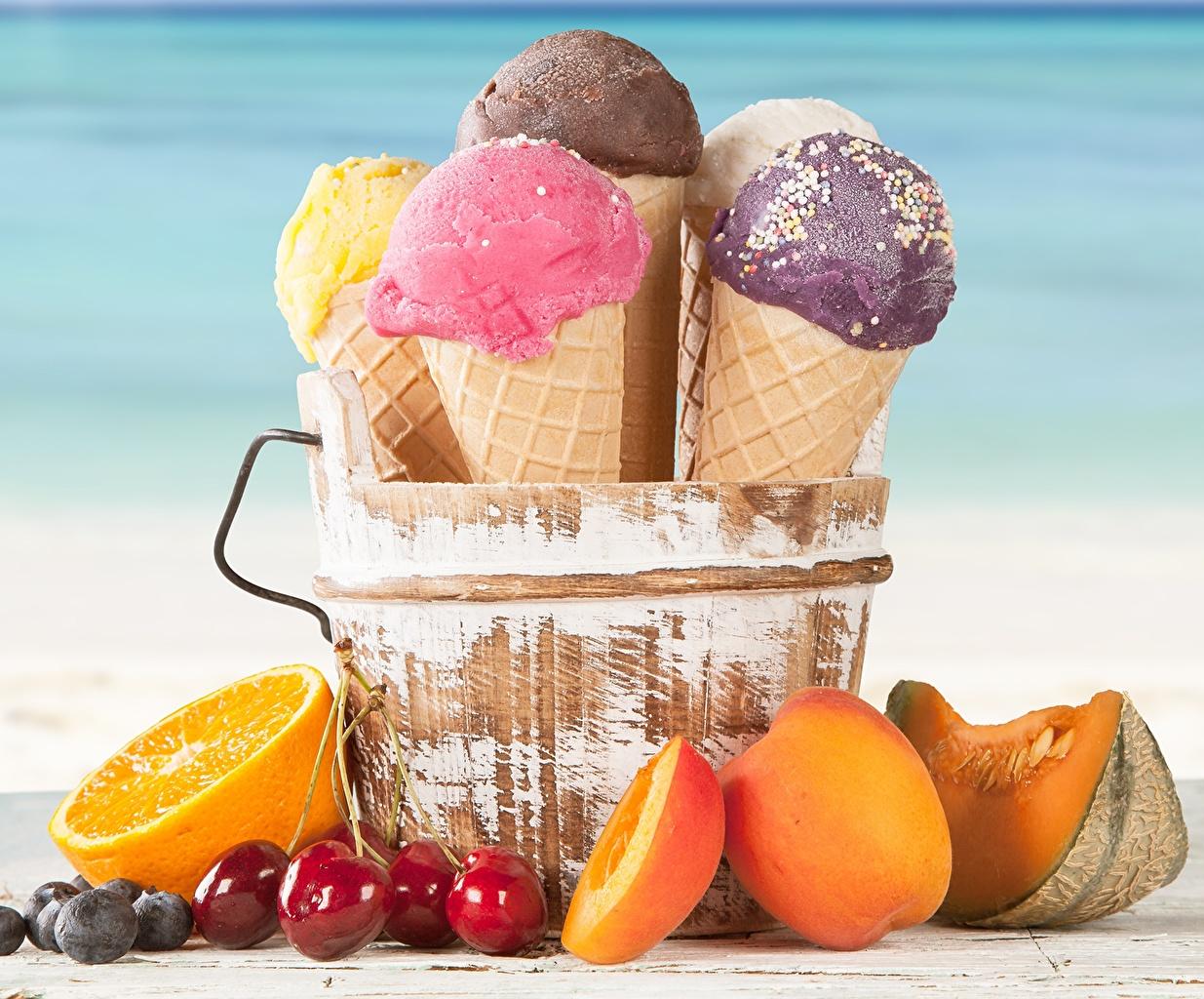 Картинки Продукты питания Апельсин Мороженое Черешня Персики Вафельный рожок Еда Пища Вишня