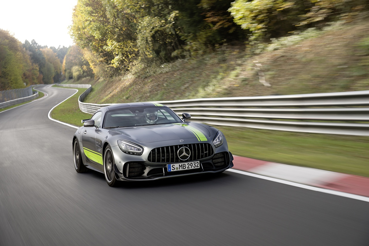 Картинка Мерседес бенц AMG PRO GT R серые Движение Автомобили Mercedes-Benz серая Серый едет едущий едущая скорость авто машины машина автомобиль
