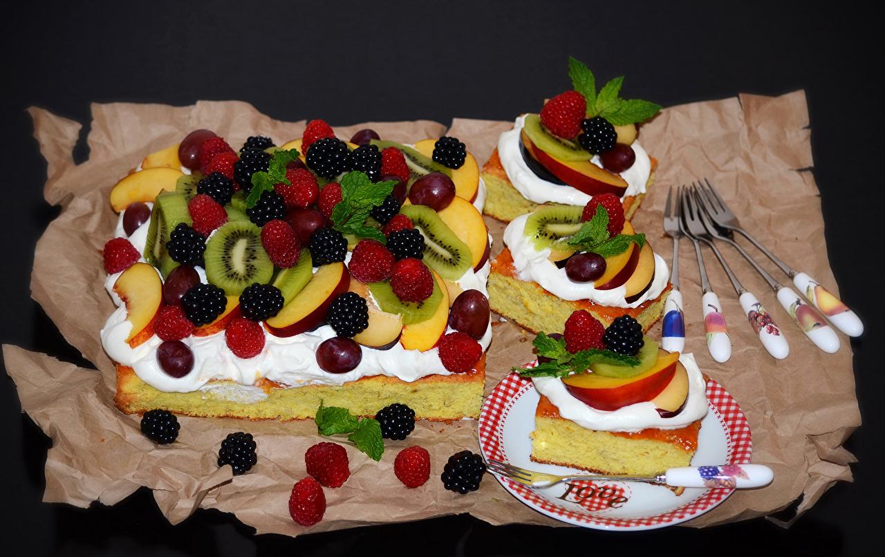 Фото Пирог Киви Яблоки Малина Ежевика Пища Вилка столовая Выпечка Еда вилки Продукты питания