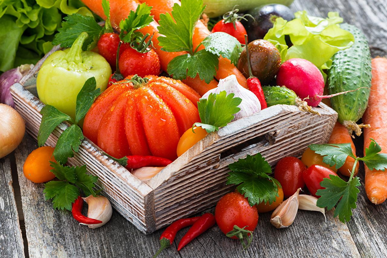 Фотографии Помидоры Чеснок Пища Овощи перец овощной Томаты Еда Перец Продукты питания