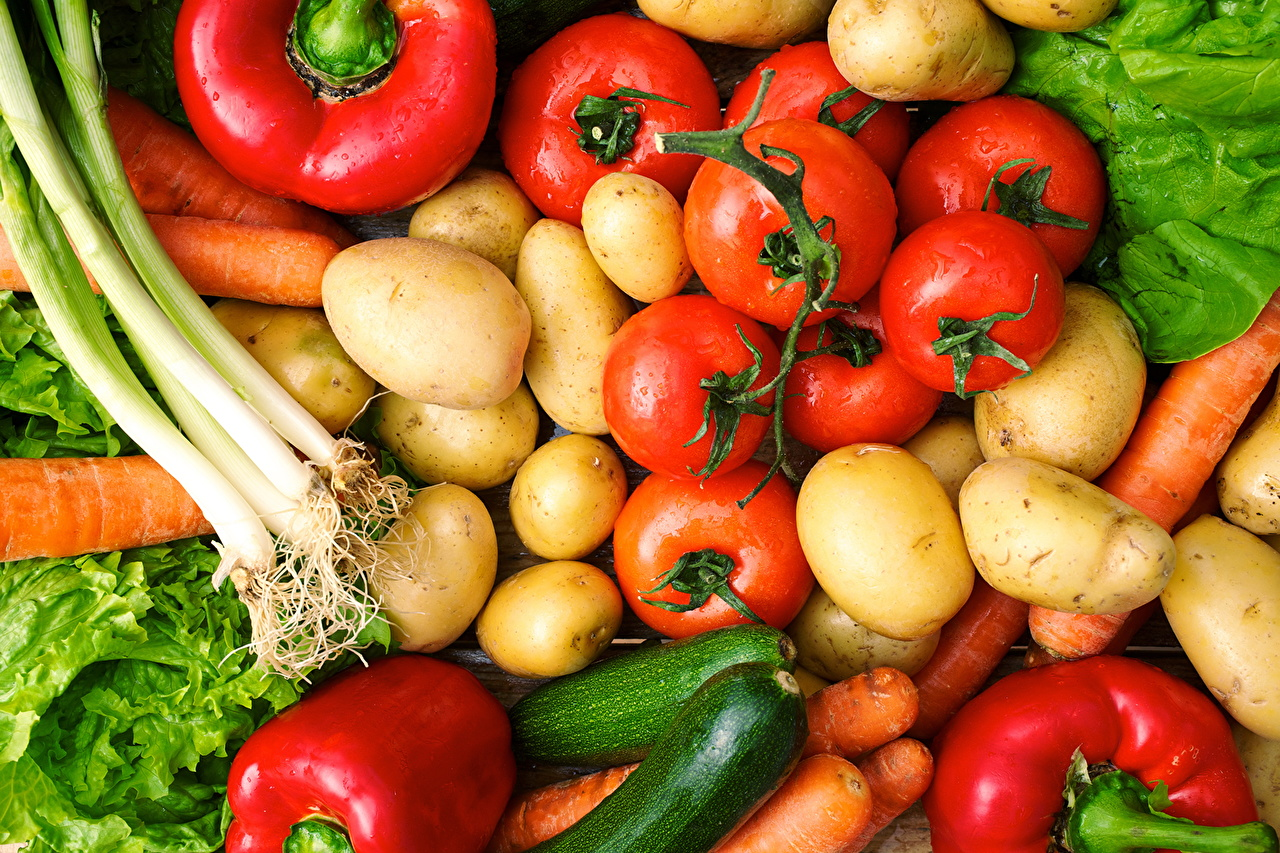 Картинка Помидоры морковка Картофель Лук репчатый Овощи Продукты питания Томаты Морковь картошка Еда Пища