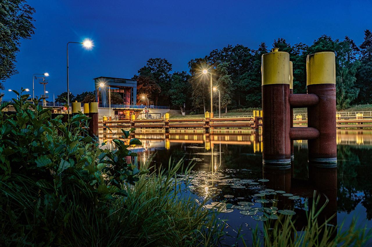 Фотография Германия Kersdorfer Schleuse Природа Водный канал Вечер Трава Уличные фонари траве
