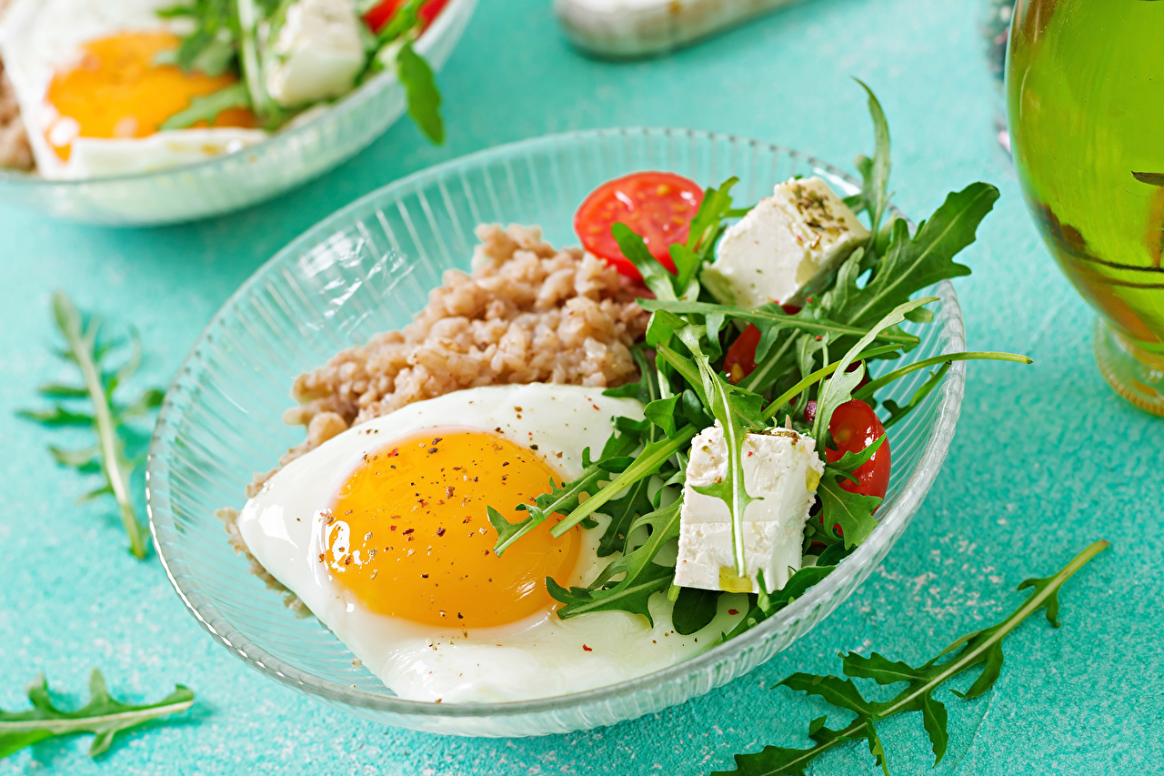 Обои для рабочего стола Яичница Сыры Еда Овощи Тарелка яичницы глазунья Пища тарелке Продукты питания
