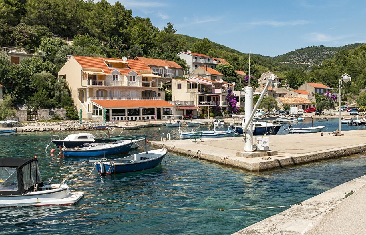 Фото Хорватия Blato Korčula Island Лодки Пирсы Залив Катера город Здания заливы залива Причалы Пристань Дома Города